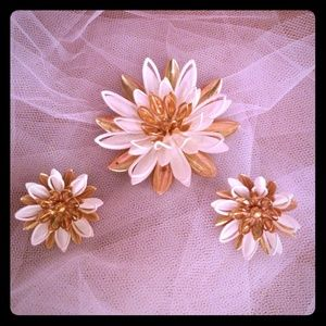 Sarah Coventry vintage brooch and earrings